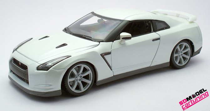 1:18 Nissan GT-R