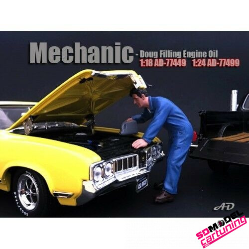 1:18 Mechanic Doug filling engine oil
