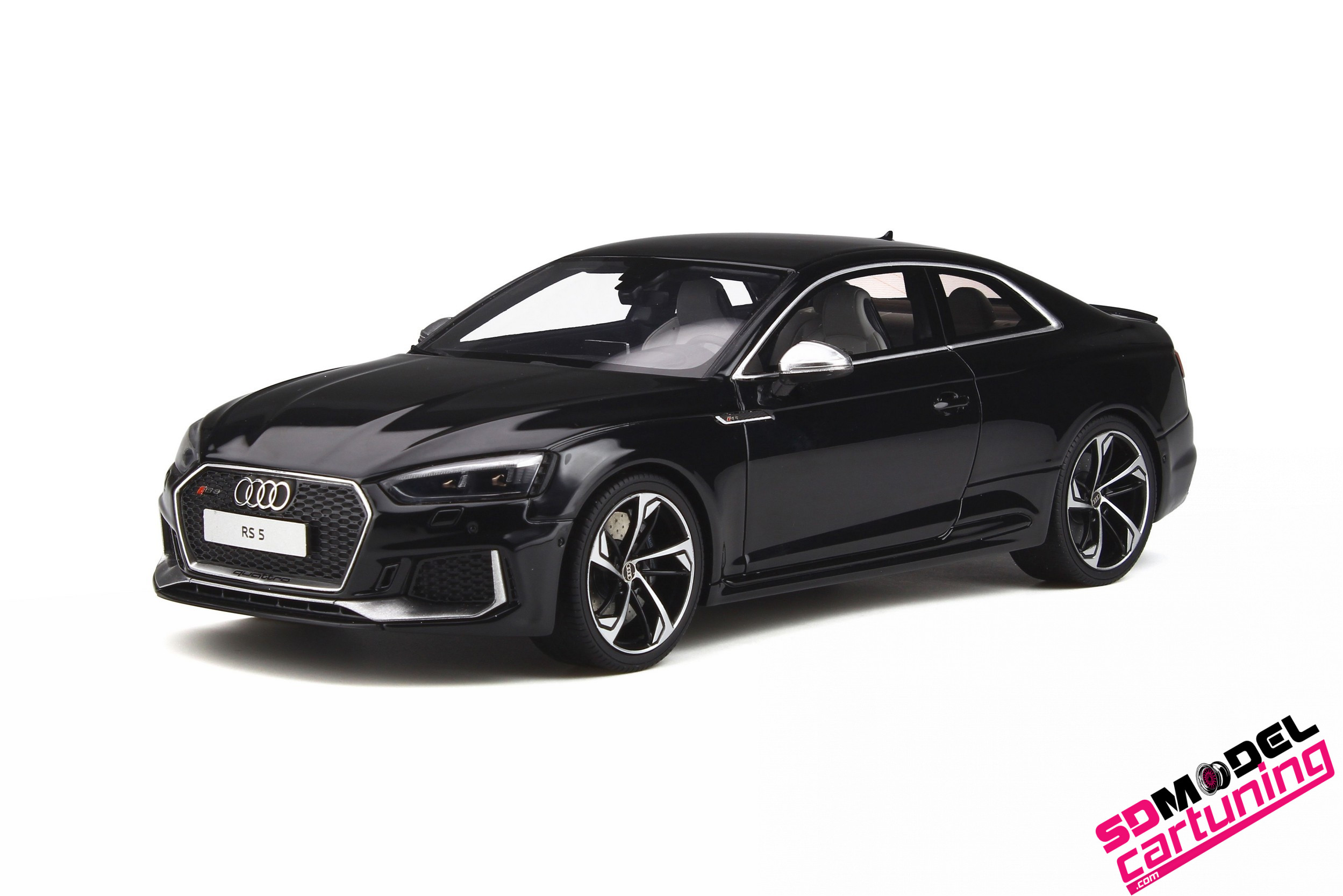 1:18 Audi RS5 Coupe 2017 zwart