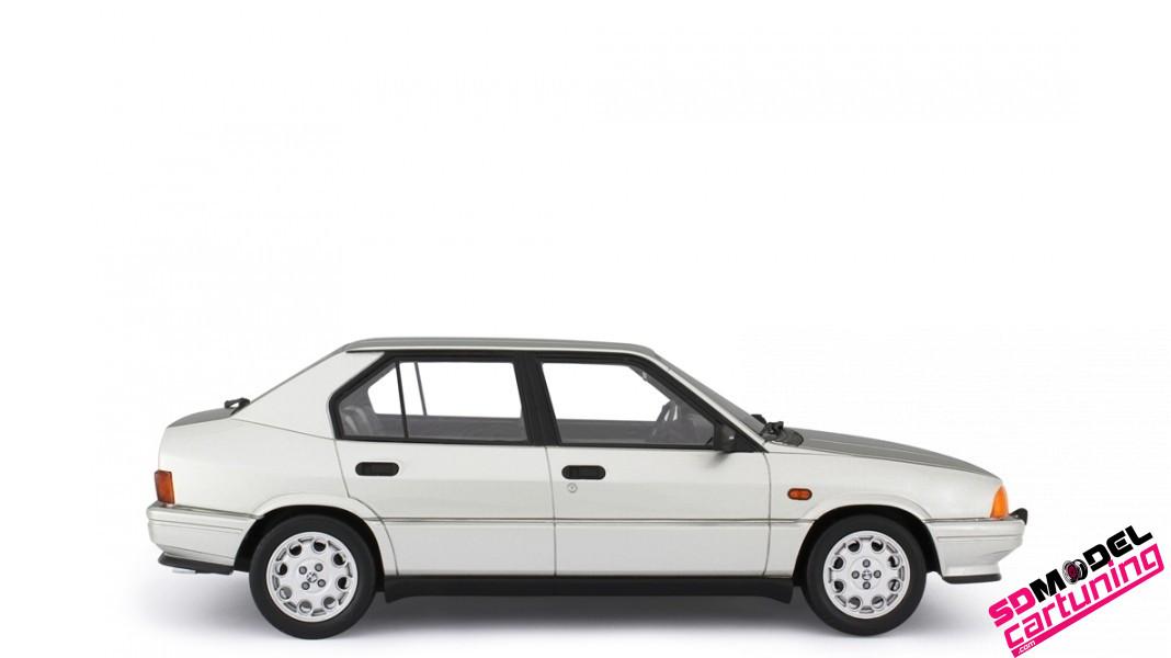 1:18 Alfa Romeo 33 1.5 Quadrifoglio Verde Zilver